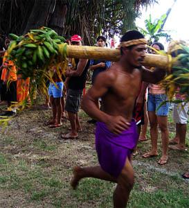 Porteur de fruits : Heiva Tū'aro Mā'ohi